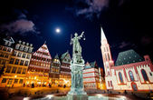Lady justice on the Roemer place in Frankfurt — Stock Photo