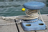 Mooring rope and bollard — Stock Photo