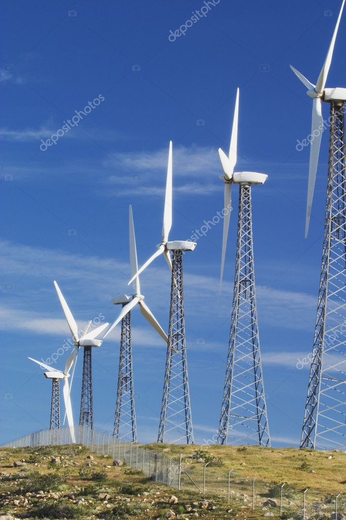 Windmill electricity farm near Palm Springs, CA; a source of alternative energy. — Stock Photo #9186009