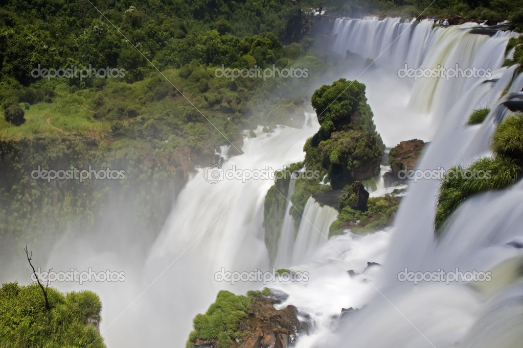 Iguassu Falls is the largest series of waterfalls on the planet, located in Brazil,Argentina, and Paraguay.  — Stock Photo #9640093