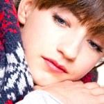 baş ağrısı ve grip ile genç güzel kadın — Stok fotoğraf