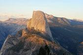 Half dome mountain in Yosemite as the sun is setting — Stock Photo