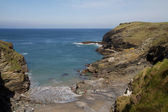 Tintagel beach and bay in Cornwall adjacent to Tintagel castle on a sunny day — Stock Photo
