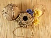 Close de um rolo de corda de cânhamo — Foto Stock
