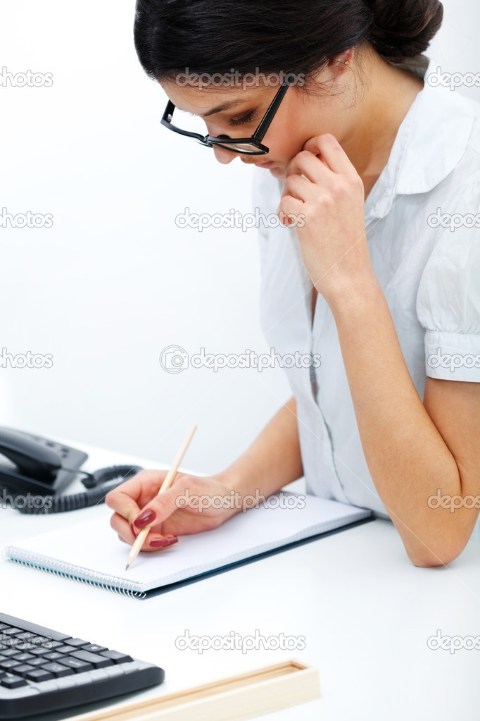 Portrait of  business woman taking note in a notepad at office — Stock Photo #9052731