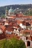 红色的屋顶在布拉格 — 图库照片