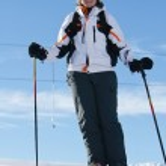 Woman skier downhill — Stock Photo