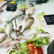 Fresh fish on French market — Stockfoto