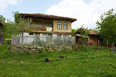Traditional Bulgarian rural house — Stock Photo