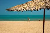 金色的沙滩和蓝色的海水和沙滩 — 图库照片
