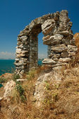 Ancient sea-side stone arch — Stock Photo