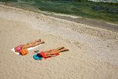 Two women on the beach — Stock Photo