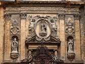 Rich decoration on a cathedral facade — Stock Photo