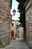 Narrow street in Baux village — Stock Photo