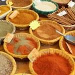 перец, куркума и другие ароматические специи — Стоковое фото #9150401