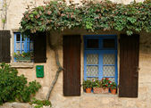 Windows of old house in Provence — Stock Photo