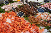 Market table with fish anf shrimps — Stock Photo