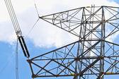 Närbild av isolatorer på en högspänning elektriska pelare — Stockfoto