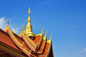 Thai art roof of temple the blue sky background — Stock Photo