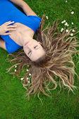 Vrouw in park — Stockfoto