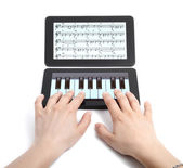 Sanal piyano iki elle oynama — Stok fotoğraf