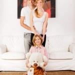 幸福的家庭,在家里玩, — 图库照片 #9161971