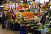 Shopping in market near La Rambla in Barcelona — Stock Photo