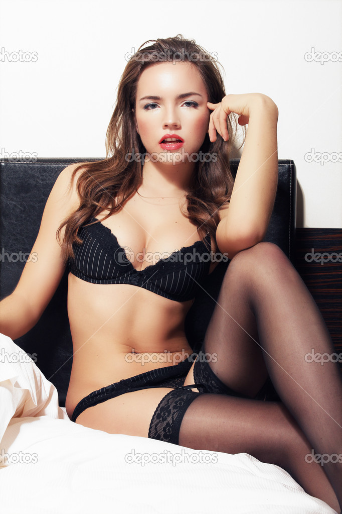 Brunette woman    Stockfoto #9130739
