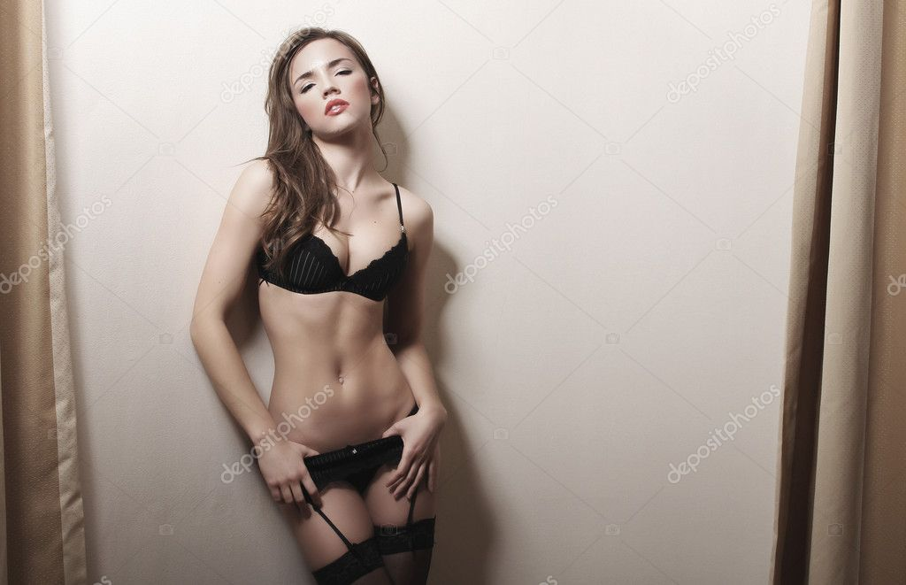 Brunette woman    Stockfoto #9130806