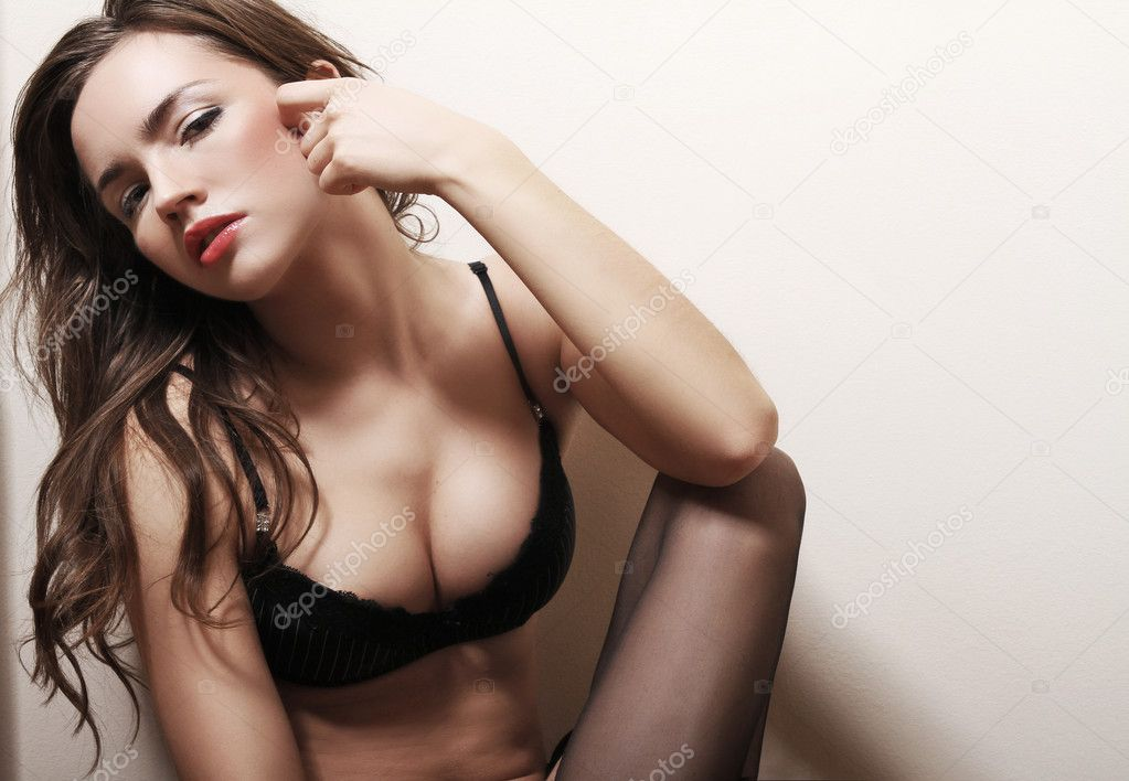 Brunette woman   — Stockfoto #9130848
