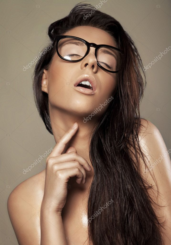 Brunette in a glasses — Stok fotoğraf #9196006