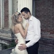 Foto Stock: Romantic photo of a kissing couple