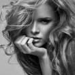 Black and white vogue style portrait of delicate blonde woman — Stockfoto