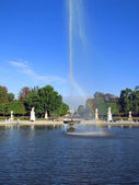 Small Bassin fountain in Garden of the Tuileries in Paris — Stock Photo