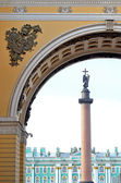 Arch of the General Army Staff in Saint Petersburg, Russia. — Stock Photo