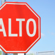 Stop (Alto) Sign in Spanish — Stock Photo