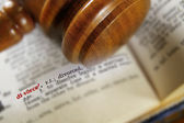 Gavel and divorce definition — Stock Photo