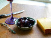 Gourmet Olives and cheese, with wine — Stock Photo