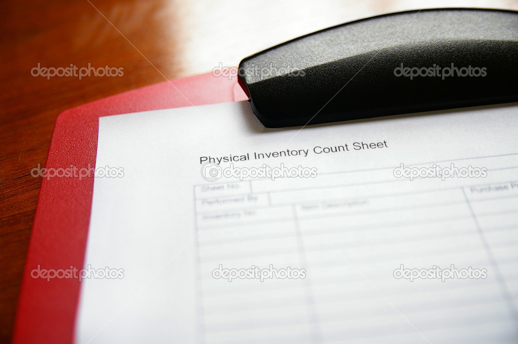 Business inventory tracking sheet on a clipboard — Stock Photo #9847957