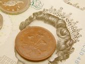 British Sterling pound currency banknotes and coins — Stock Photo