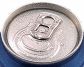Ring pull and tin can lid wet with condensation — Stock Photo
