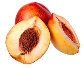 Frische rote pfirsich isoliert auf weißem hintergrund. — Stockfoto