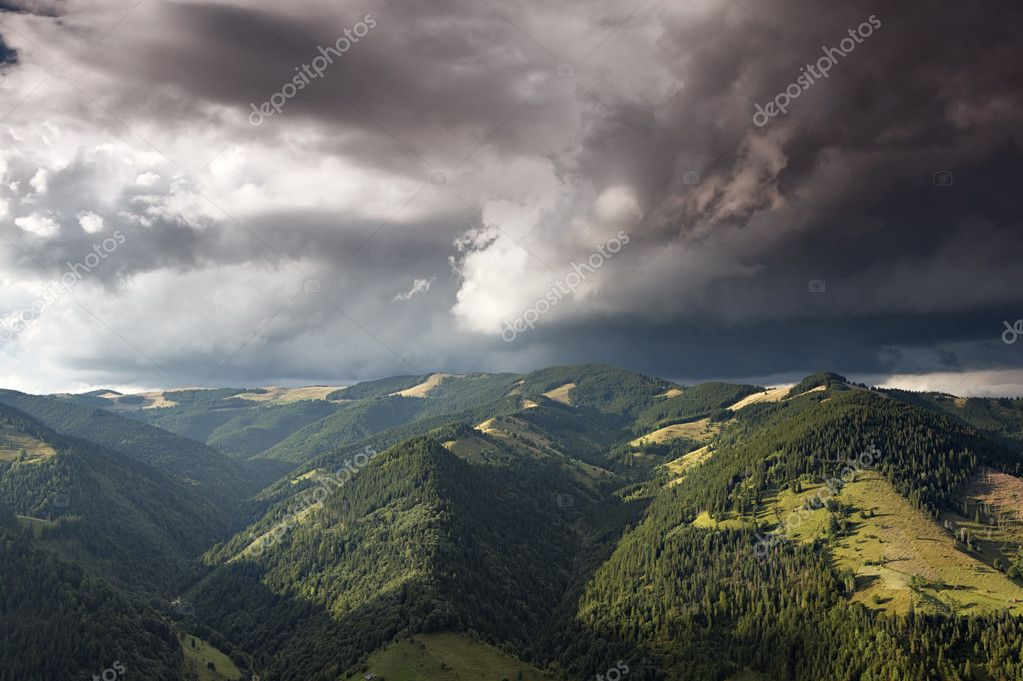 Mountain valley at cloudy day — Stock Photo #9178012