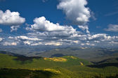 Mountain valley with cloudy sky — Stock Photo