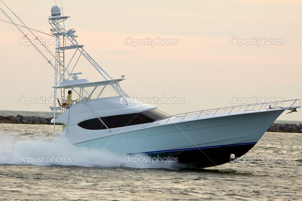 Speedboat cruising in the sea — Stock Photo #9202316