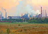 Industrial plant with smoke — Stockfoto