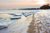 Sunset over snow coast of the sea — Stock Photo