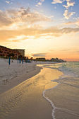 Golden sunrise over the beach — Stock fotografie