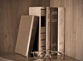 Gafas y libros de estilo vintage — Foto de Stock