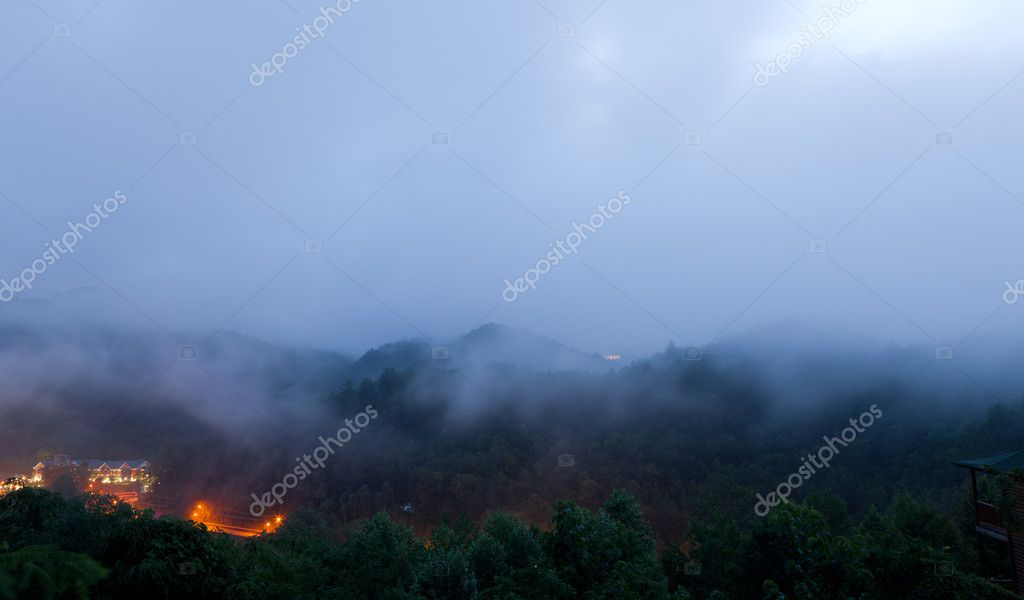 Early morning fog and cloud mountain valley landscape. Great Smoky Mountain National Park, Tennessee, USA — Stock Photo #9501062